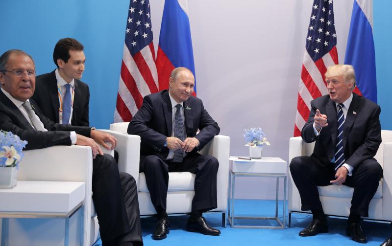 Путин и Трамп общаются уже полтора часа вместо запланированных 30 минут
