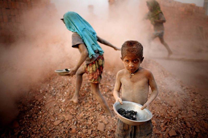 2. Жуткие снимки, Трогает до слёз, дети, детский труд, рабство