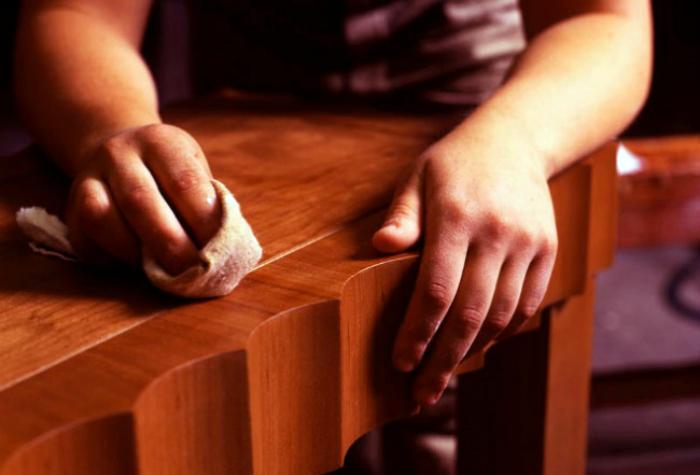 Очистка деревянной и лакированной мебели от загрязнений.
