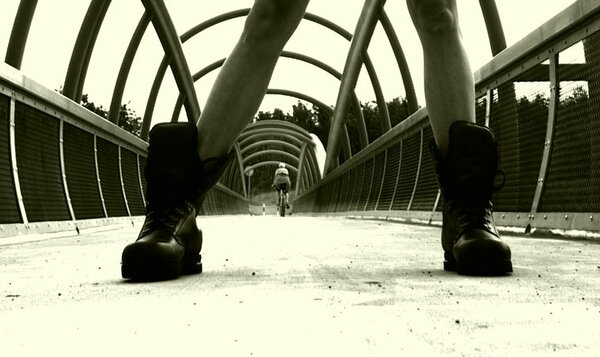 «Военные» ботинки. О тех, кого надо поднимать с земли…
