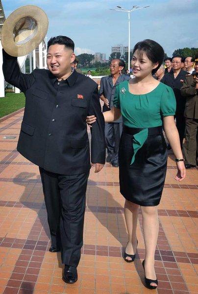 Ким Чен Ын с супругой