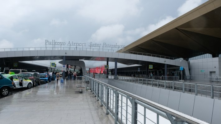 Профильный комитет Госдумы рекомендовал принять законопроект о курилках в аэропортах
