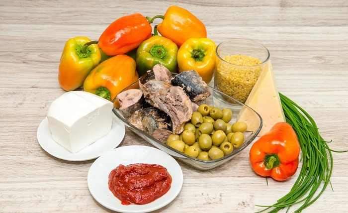 Фаршированный перец тунцом и помидорами.  Фото: diets.ru.