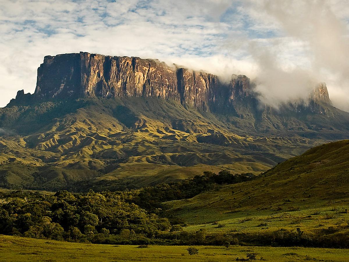 Гора Рорайма на стыке Венесуэлы, Гайаны и Бразилии