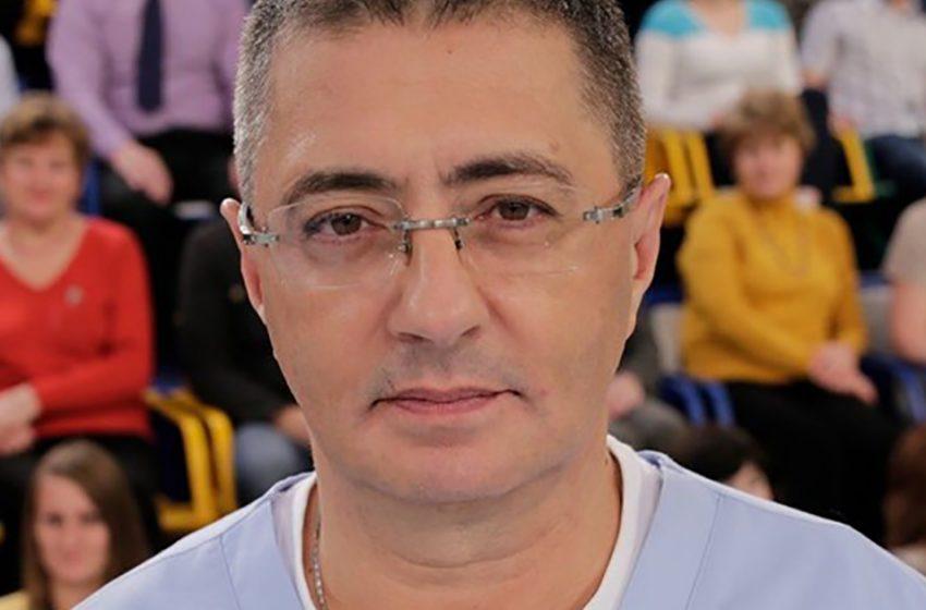 Семья врача Александра Мясникова: как выглядят его жена и дети