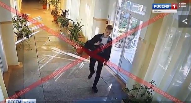 Камеры видеонаблюдения зафиксировали бойню в керченском колледже (18+)