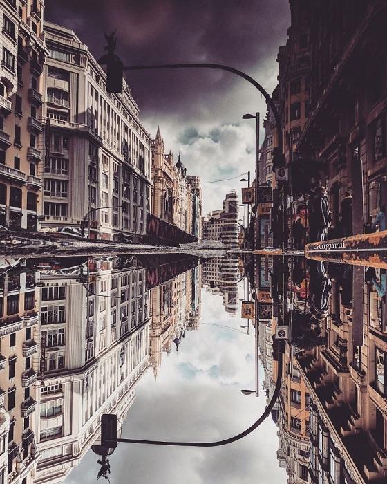 Гвидо Руиз старается в каждом городе найти лужу и сфотографировать пейзаж, как отражение в ней.