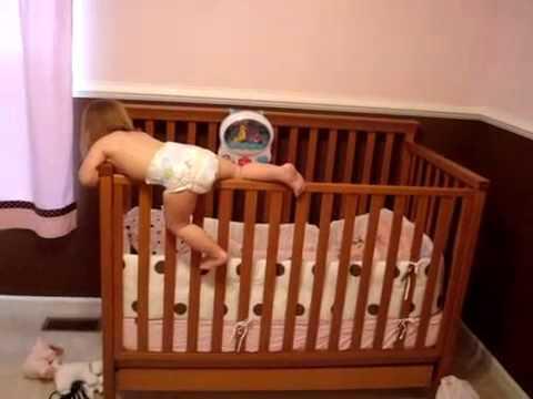 Ребенку 2 года ночью упал с родительской кровати