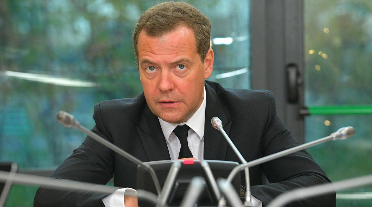 """""""Ищут пожарные,ищет милиция..."""": Медведев не обновлял социальные сети больше недели"""