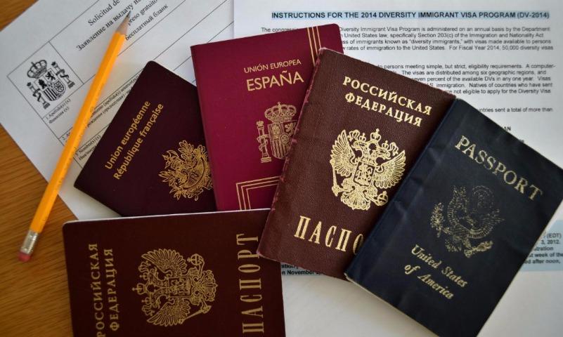 Российский паспорт в рейтинге гражданств мира «обесценился» до 63-го места