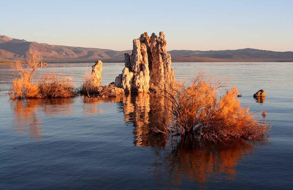 Озеро Моно в Калифорнии