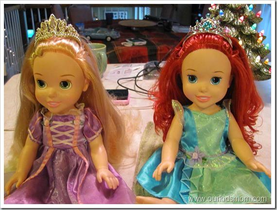 12. Чтобы волосы кукол оставались мягкими и шелковистыми, сполосните их смешанным с водой кондиционером для белья дети, подсказки, родители, хитрости