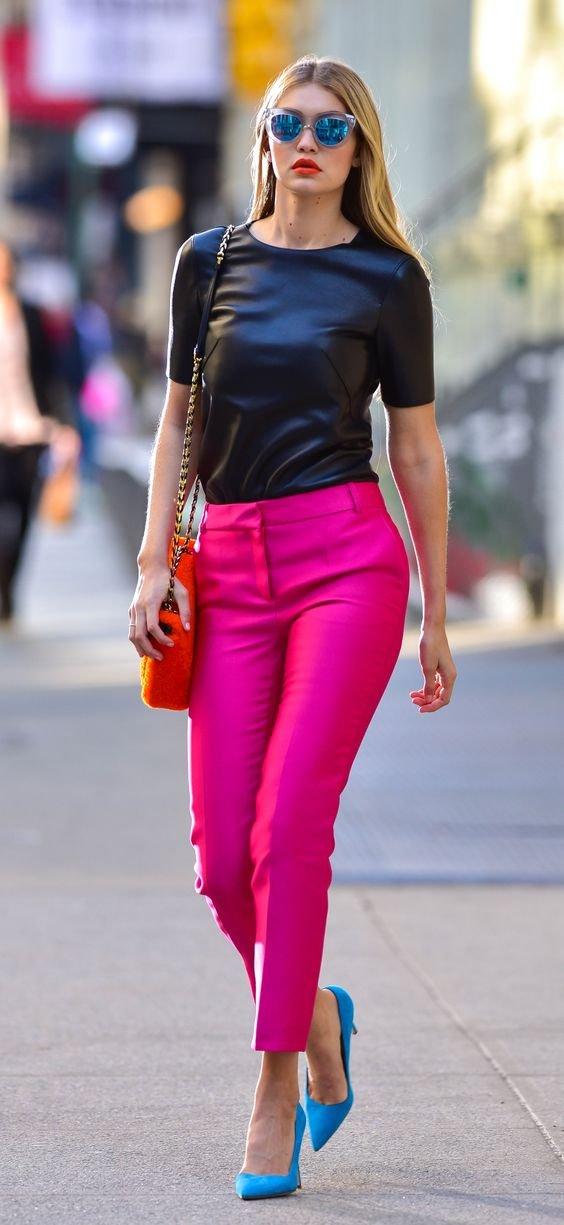 Смелые и яркие образы с разноцветными брюками.