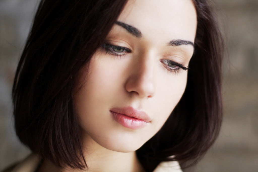 Ничем особенным в смысле красоты Аня похвастаться не могла. Родственники мужа не понимали, что он в ней нашел