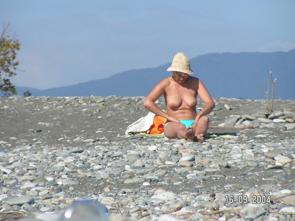 Фото голых нудисток в адлере фото крупно