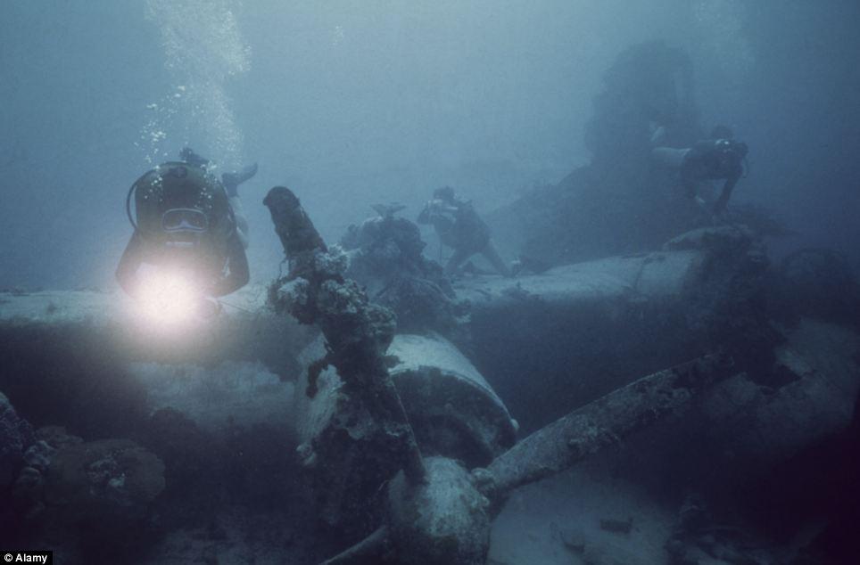 Обломки затонувшего японского самолета
