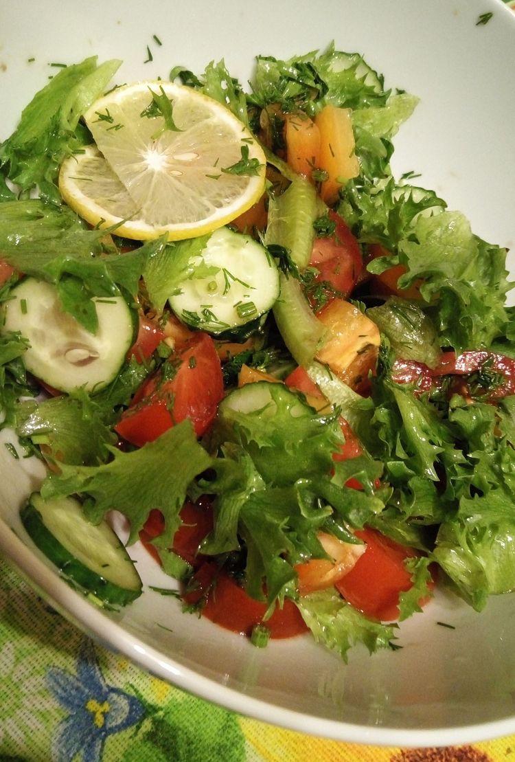 Салат к ужину из свежих овощей. ФОТО