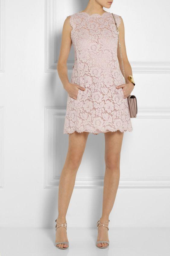 Женственно: 10 модных платьев свободного кроя для любой фигуры