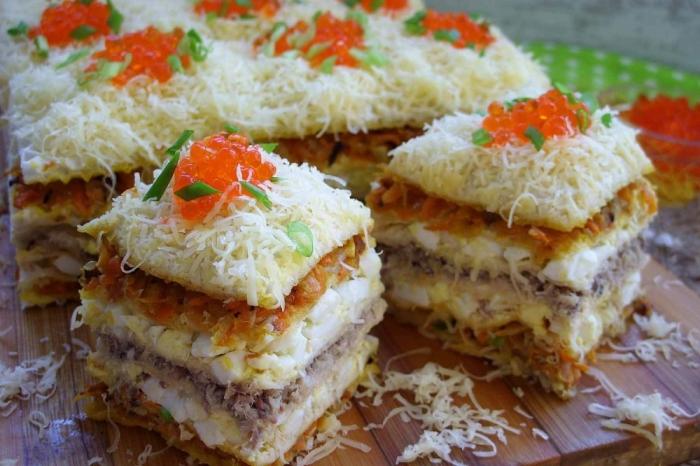 Вафельный торт с начинкой из рыбных консервов.  Фото: travel-dom.ru.