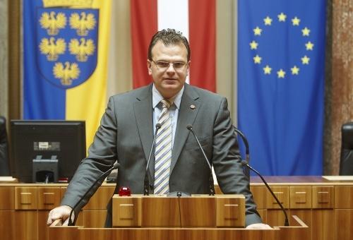 Австрийский депутат овизите вКрым: протесты Украины невпечатляют
