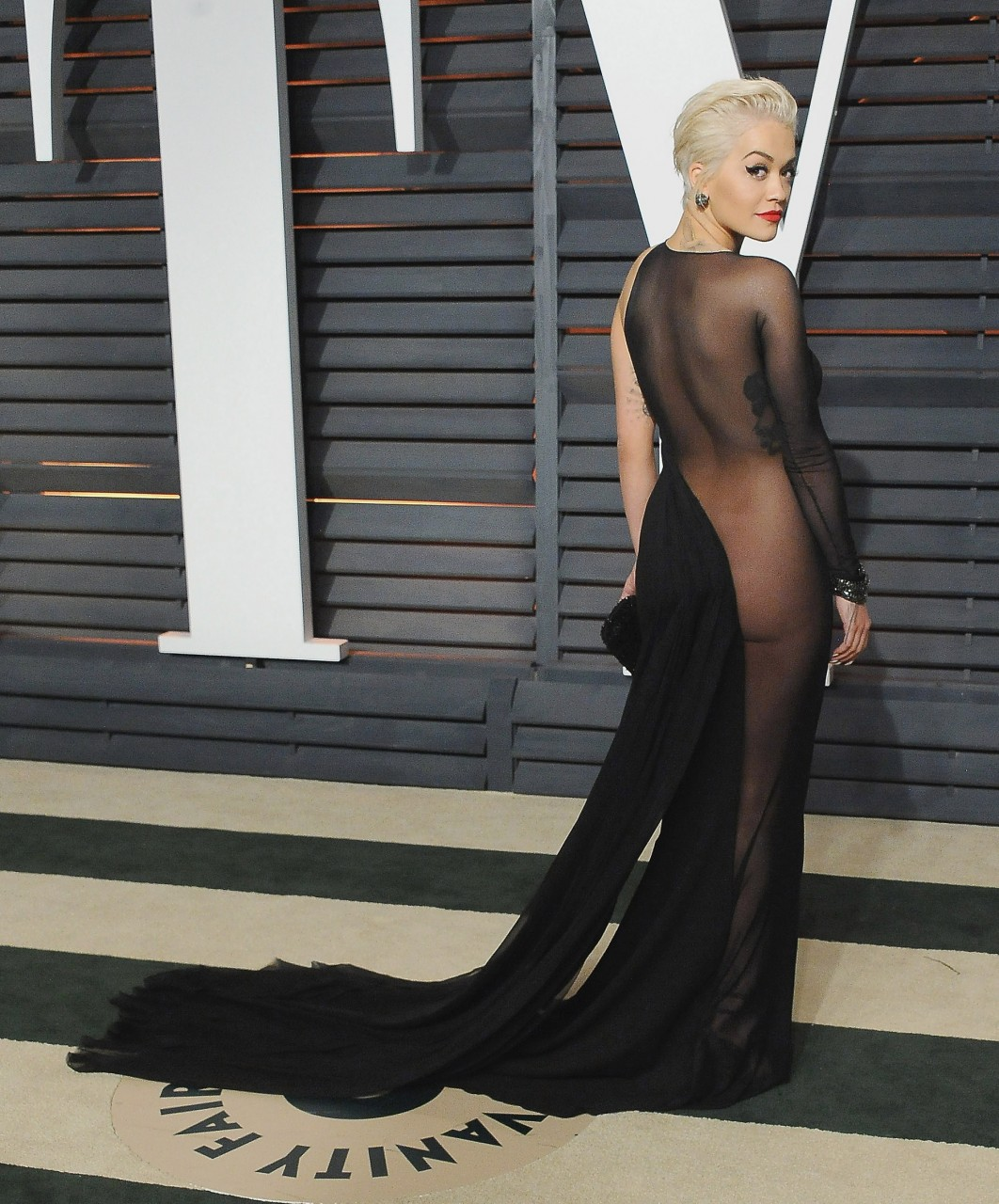 Все самые знаменитые «голые платья» последних лет