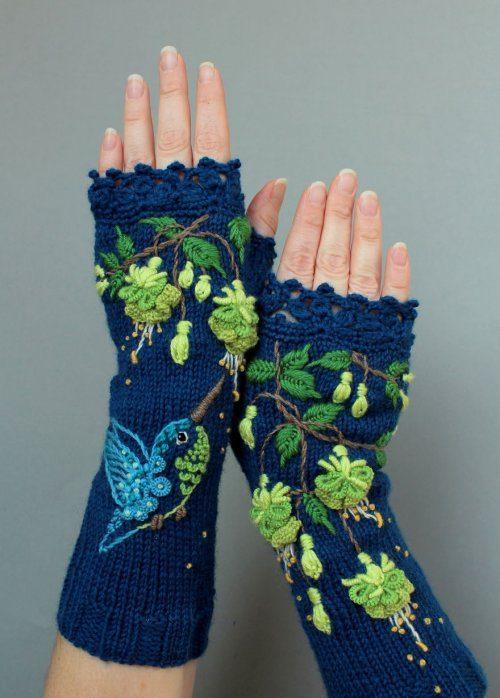 Необычные рукавицы с вышивко…