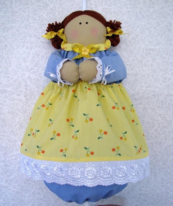 Куклу-пакетницу можно купить или сделать своими руками. / Фото: postila.ru
