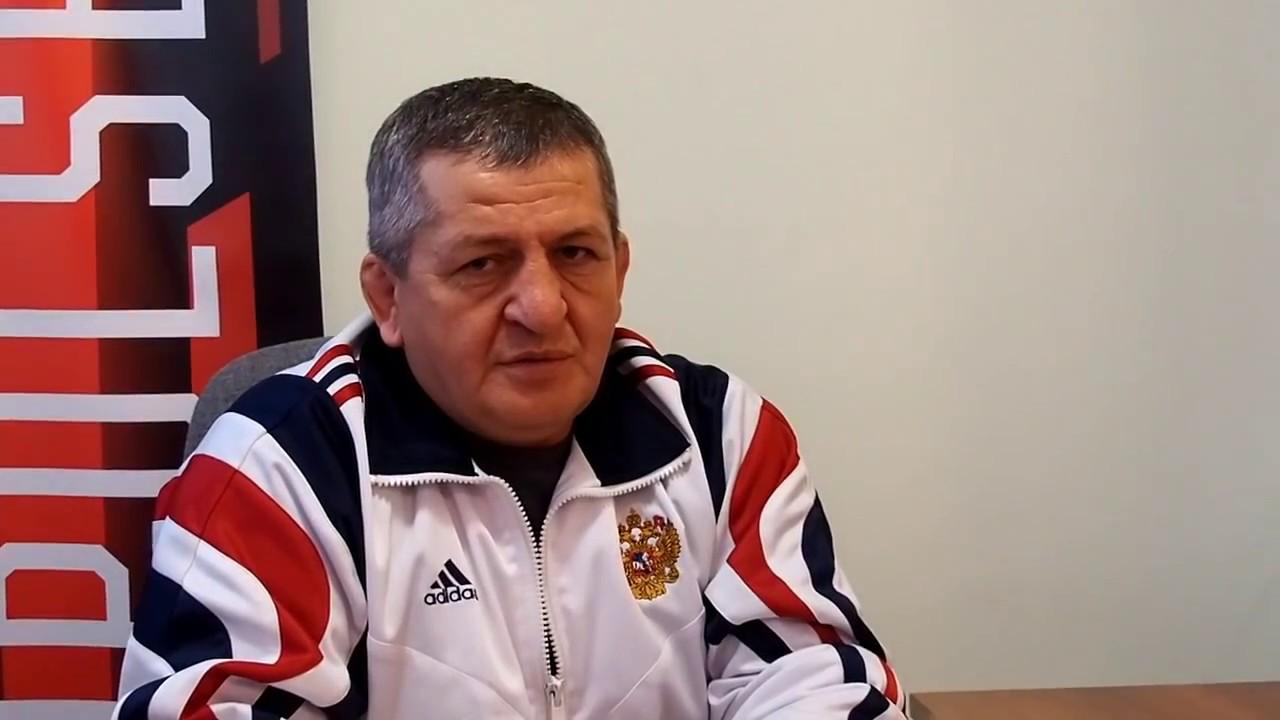 Отец Нурмагомедова пообещал применить к сыну самые жесткие меры