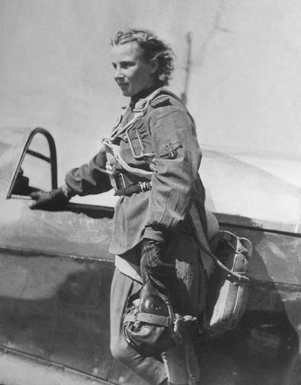 Герой Советского Союза Лидия Владимировна Литвяк. Самая результативная женщина-истребитель Второй Мировой. На её счету 14 сбитых самолётов противника.