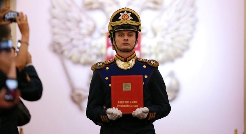 В Конституционном суде отказались менять навязанную России Конституцию