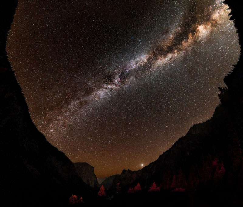 milky-way-night-sky-starts-tunnel-view-yosemite-national-park