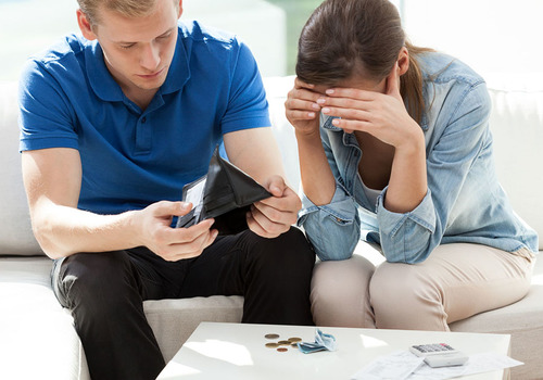 Экстерты предупреждают:население обнищало, кредиты берут для покупки продуктов