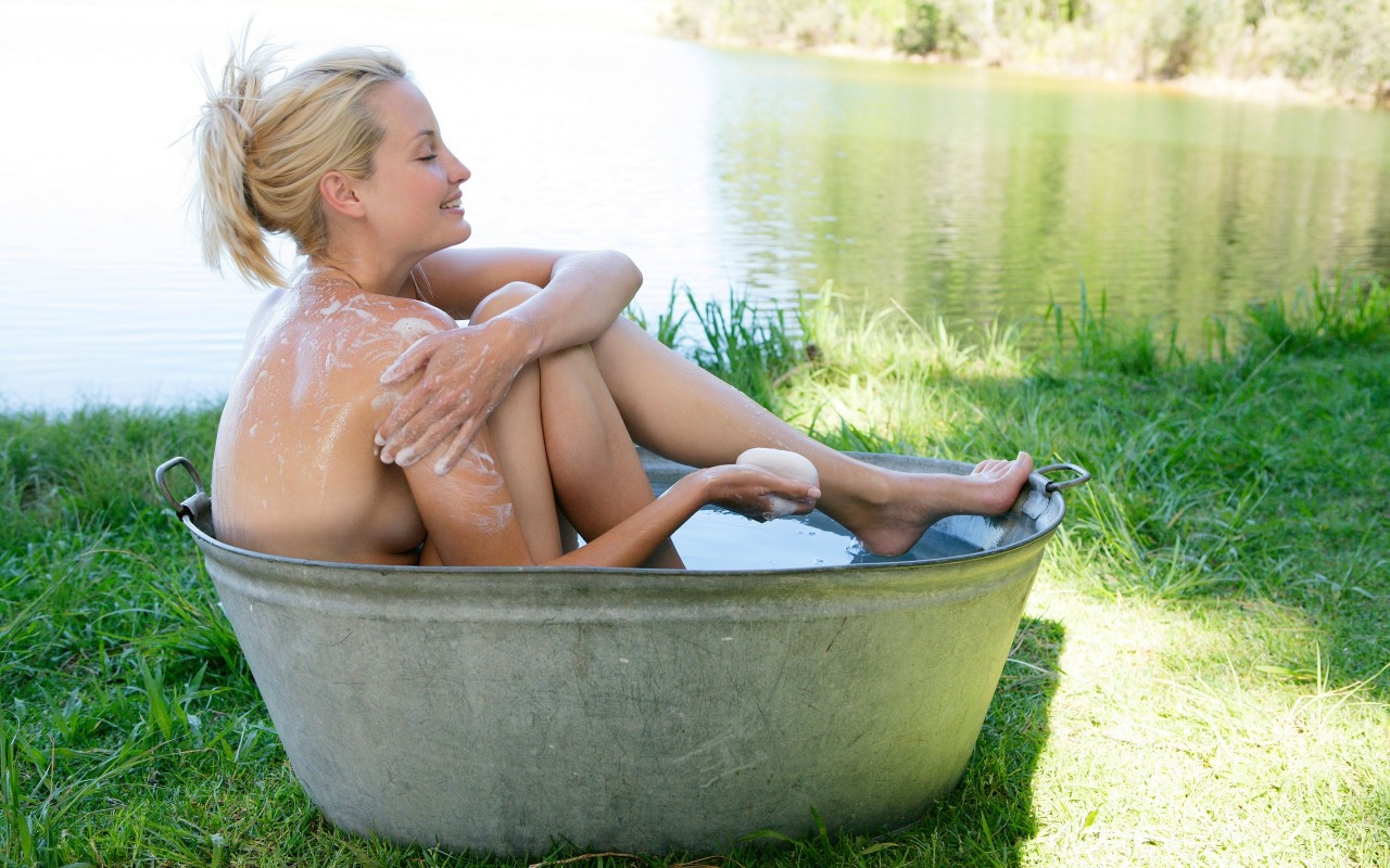 Фото блондинок на природі голих 9 фотография