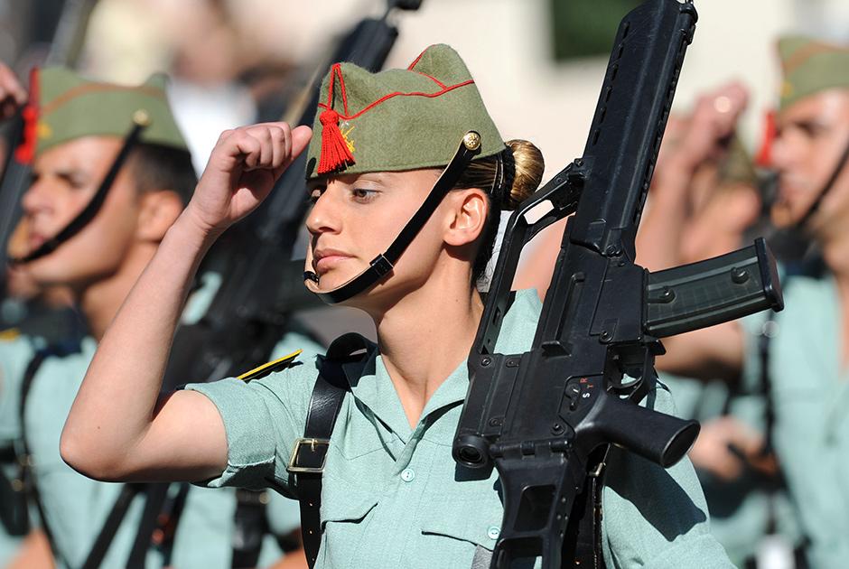 Испанские женщины-военные в Мадриде
