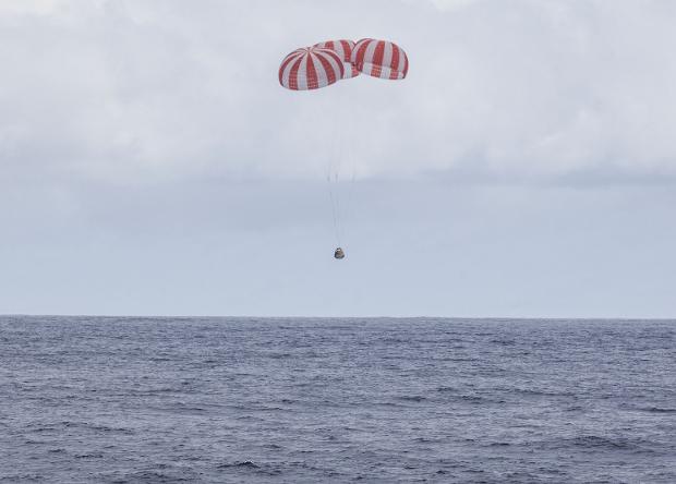 Корабль SpaceX привез биологические эксперименты с МКС обратно на Землю