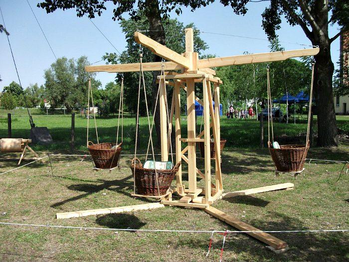 Как превратить дачный двор в детскую площадку