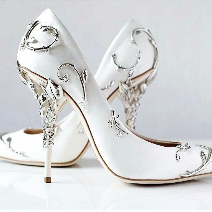 Невероятные туфли и платья о…