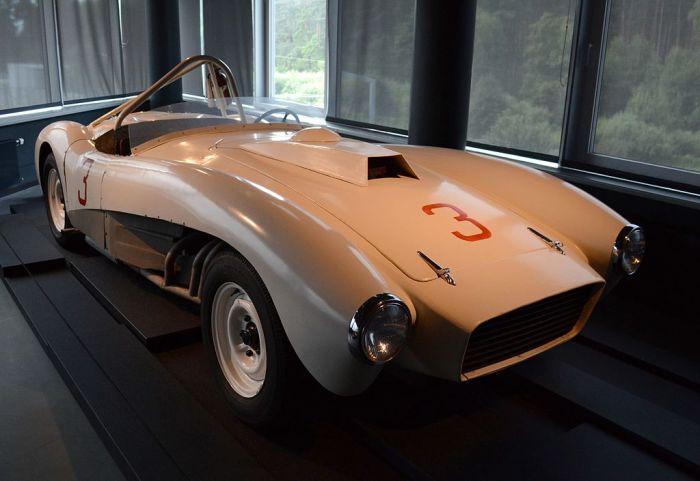 Спортивный автомобиль ЗИЛ-112С с композитным кузовом.