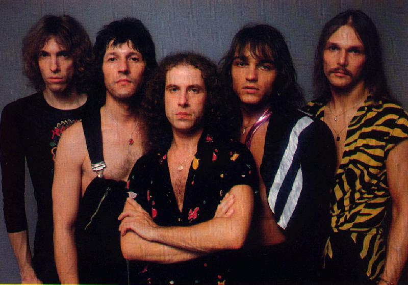 Легендарные Scorpions на живом концерте  в сопровождении оркестра (2000) исполняют культовую рок-балладу «Still Loving You»!