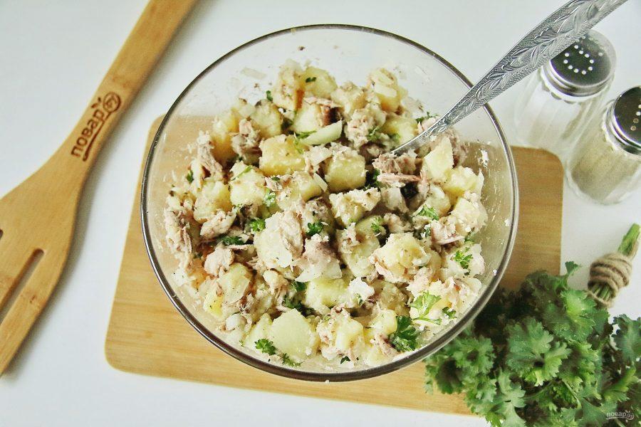 Салат с вареной картошкой и консервированным тунцом