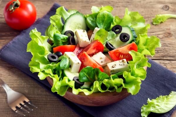 салат в который входит брынза рецепт