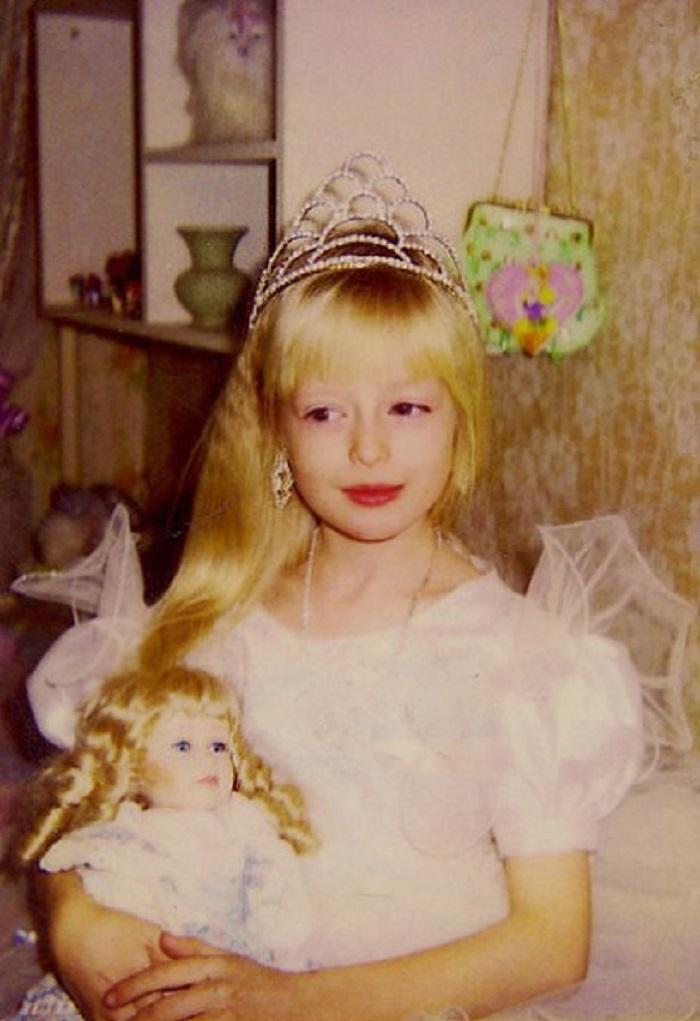 Эта русская девочка выросла настолько красивой, что родители запрещают ей выходить из дому