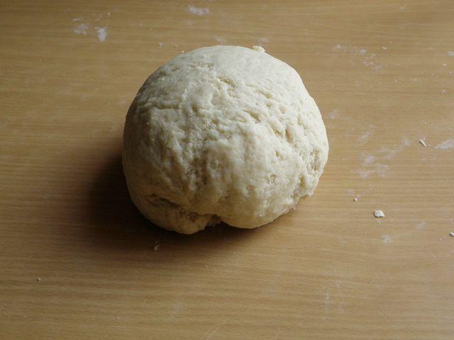 Тесто вымешиваем руками до однородной консистенции. пошаговое фото приготовления торта Трухлявый пень