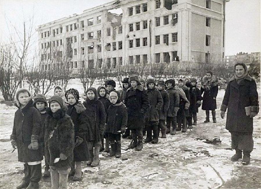 """Ответ Сталинграда : """"Мы жили на огромном пепелище..."""""""
