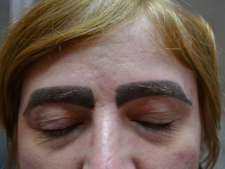 Надо это запретить: татуаж бровей, на который больно смотреть