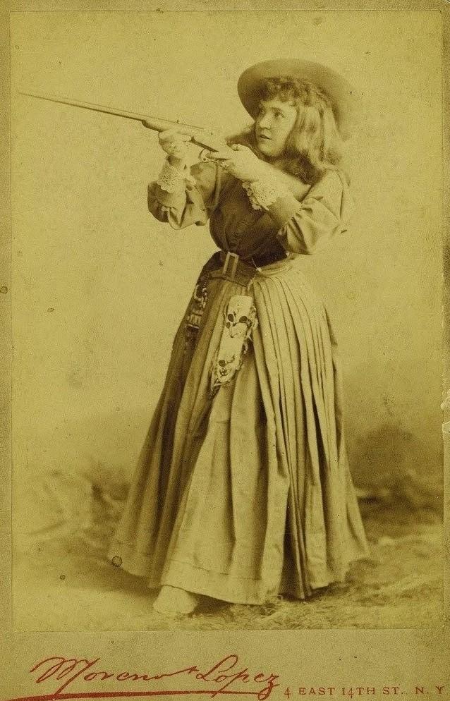 13. Девушка с оружием, ориентировочно 1920 женщины из прошлого, история, фото
