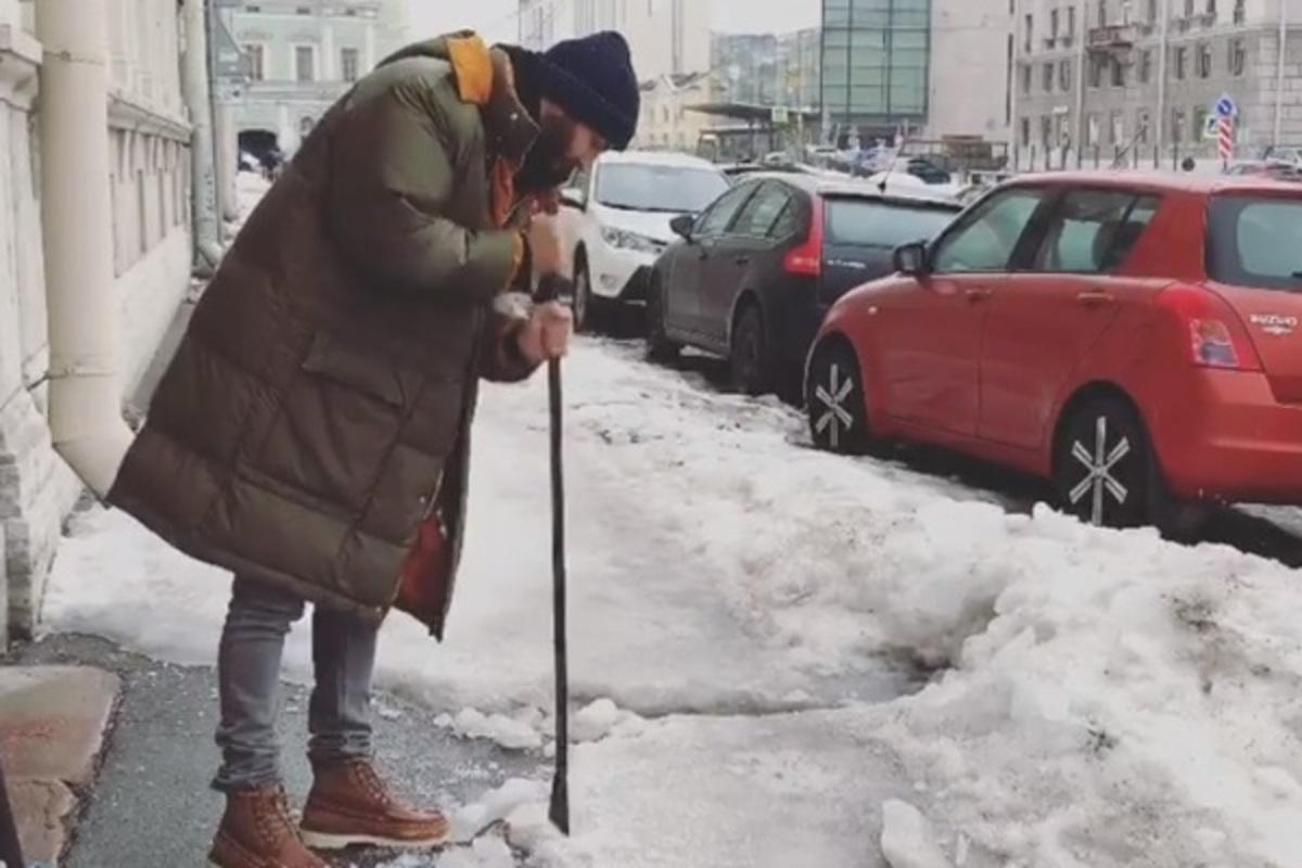 Иван Ургант и лед подолбил, и попиарился