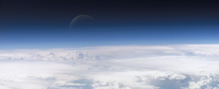 Атмосфера Земли оказалась больше, чем считалось. Она выходит за пределы орбиты Луны