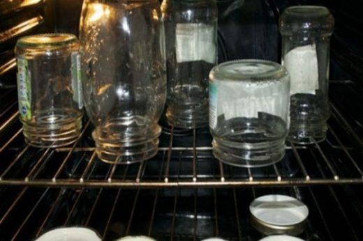 Стерилизация банок в духовке электрической, газовой и микроволновке, сколько минут, температура… Добавила себе в закладки, делюсь с вами!