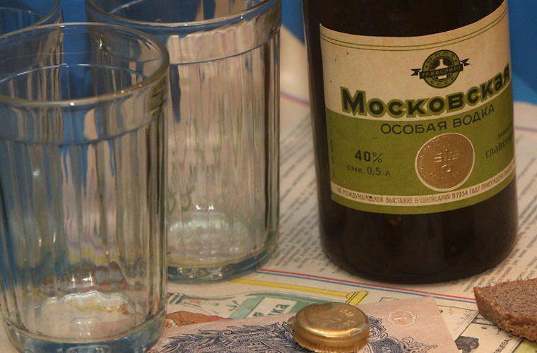 Марка водки «Московская » появилась еще в 1894 году СССР, граненый стакан, губастый, история, посуда, стакан, стекло, факты